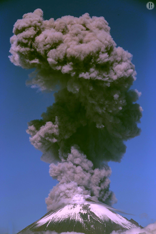 El volcán mexicano Popocatépetl lanza nube de ceniza a 4 kilómetros de altura