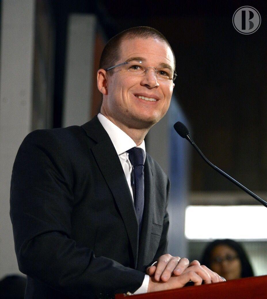 "Aspirante a candidato presidencial mexicano dice que realizará ""autocrítica"""
