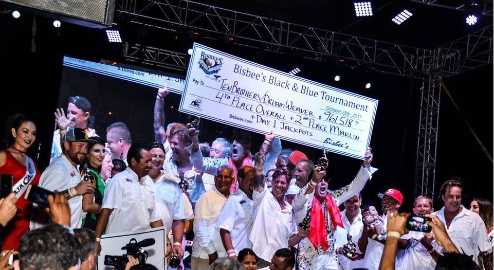 """Embarcación """"Chupacabra"""" ganadores del 1er lugar en el torneo de pesca Bisbee´s Black and Blue Los Cabos 2017 en su edición XXXVII."""