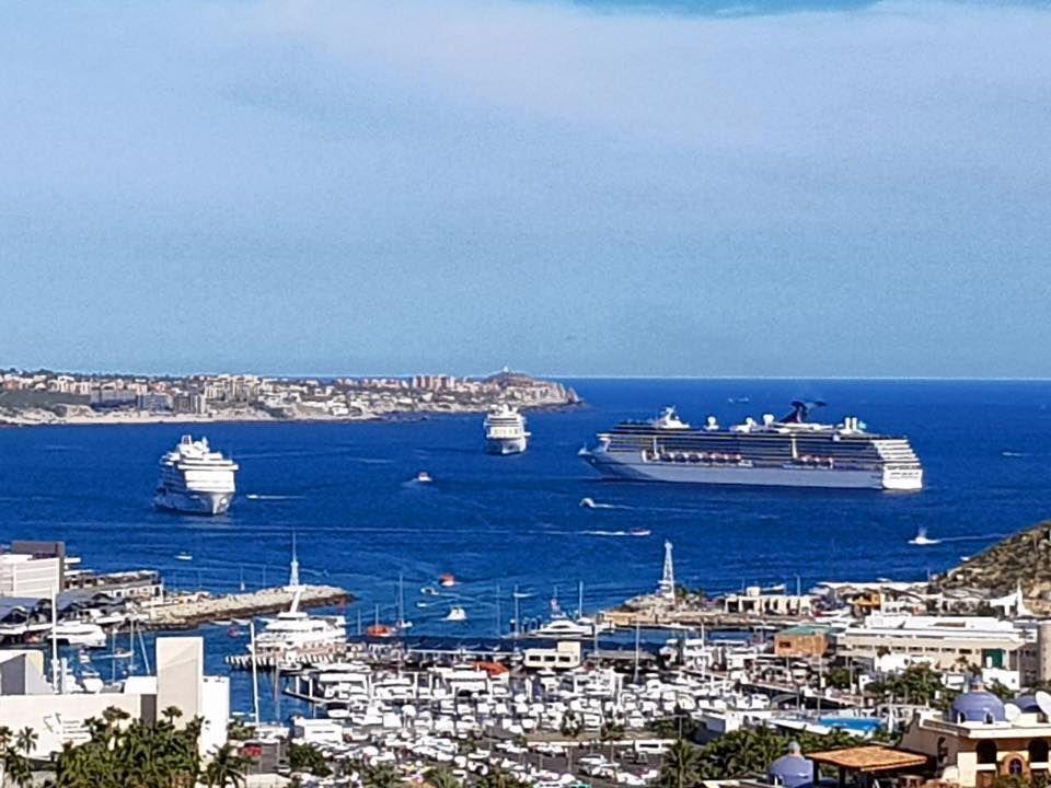 2018 inició con tres cruceros en la bahía de Cabo San Lucas