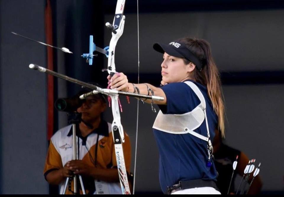 Alba Murillo entrena para el mundial de Tiro con Arco