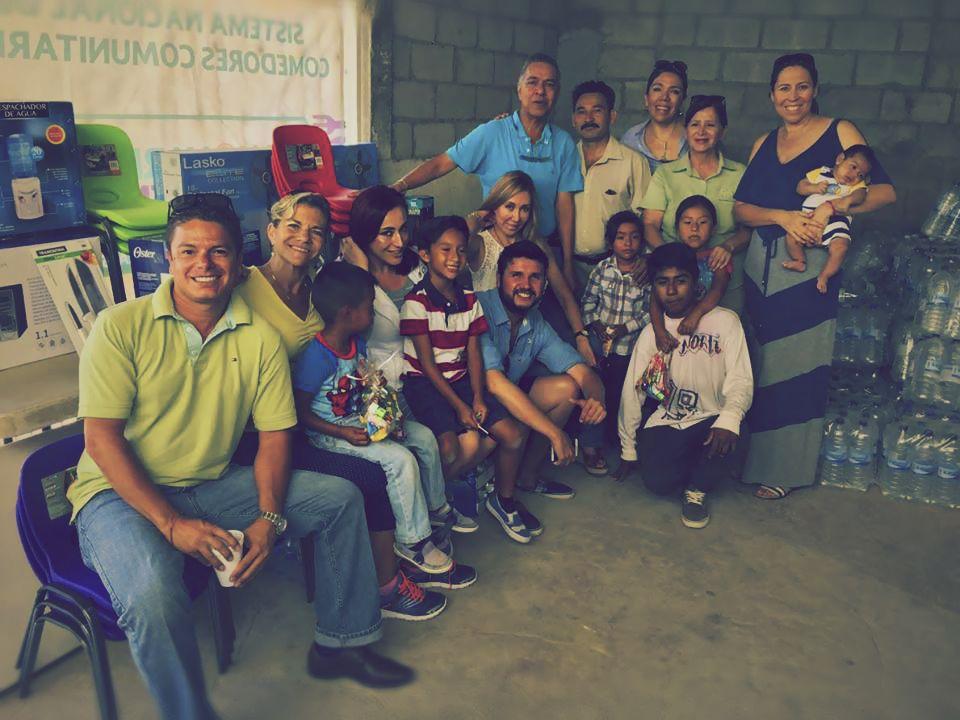 """Asociación de relaciones públicas entrega donativo al centro """"Ríos de Agua Viva"""""""