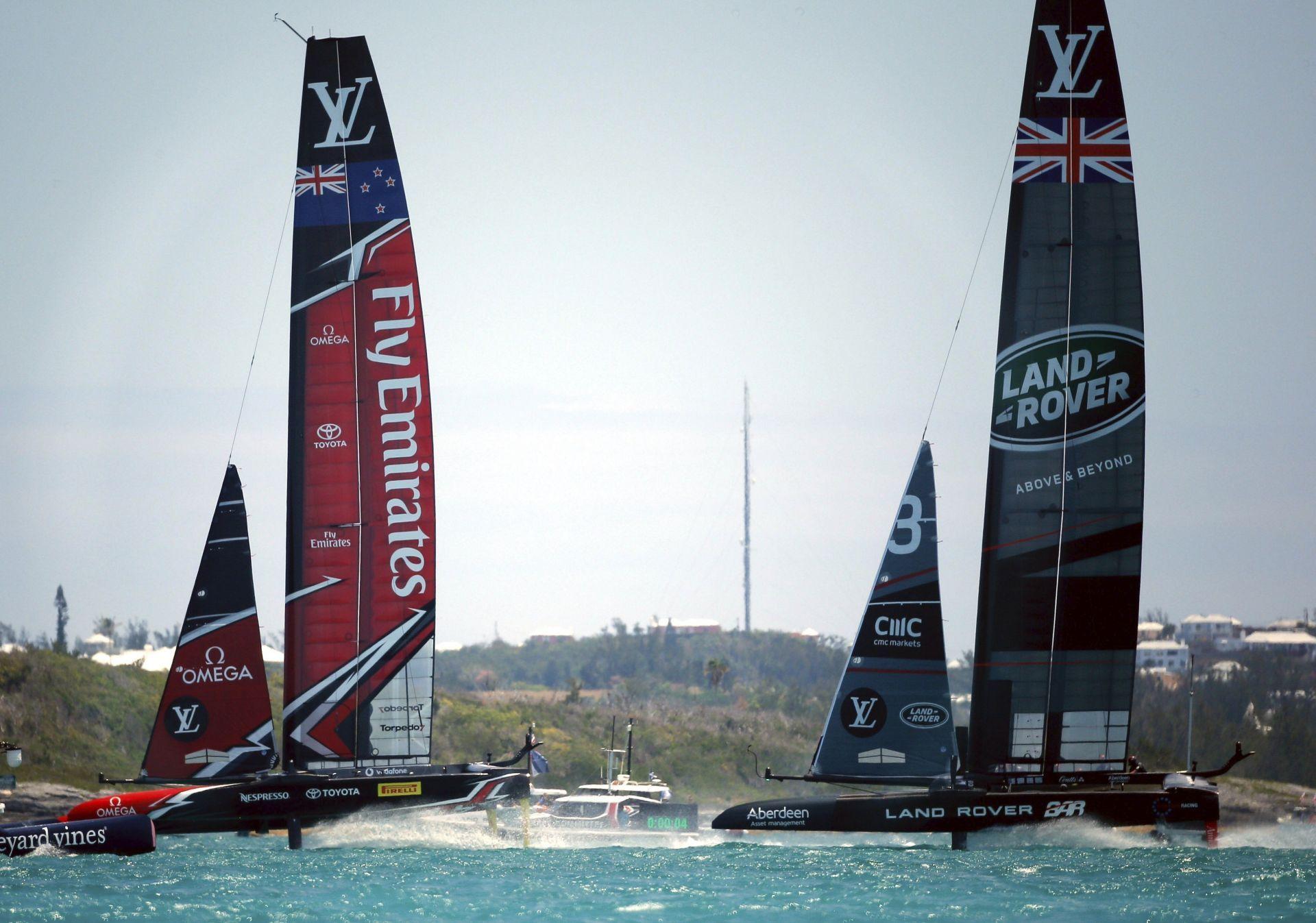 El Team New Zealand supera por 2-0 al Land Rover BAR