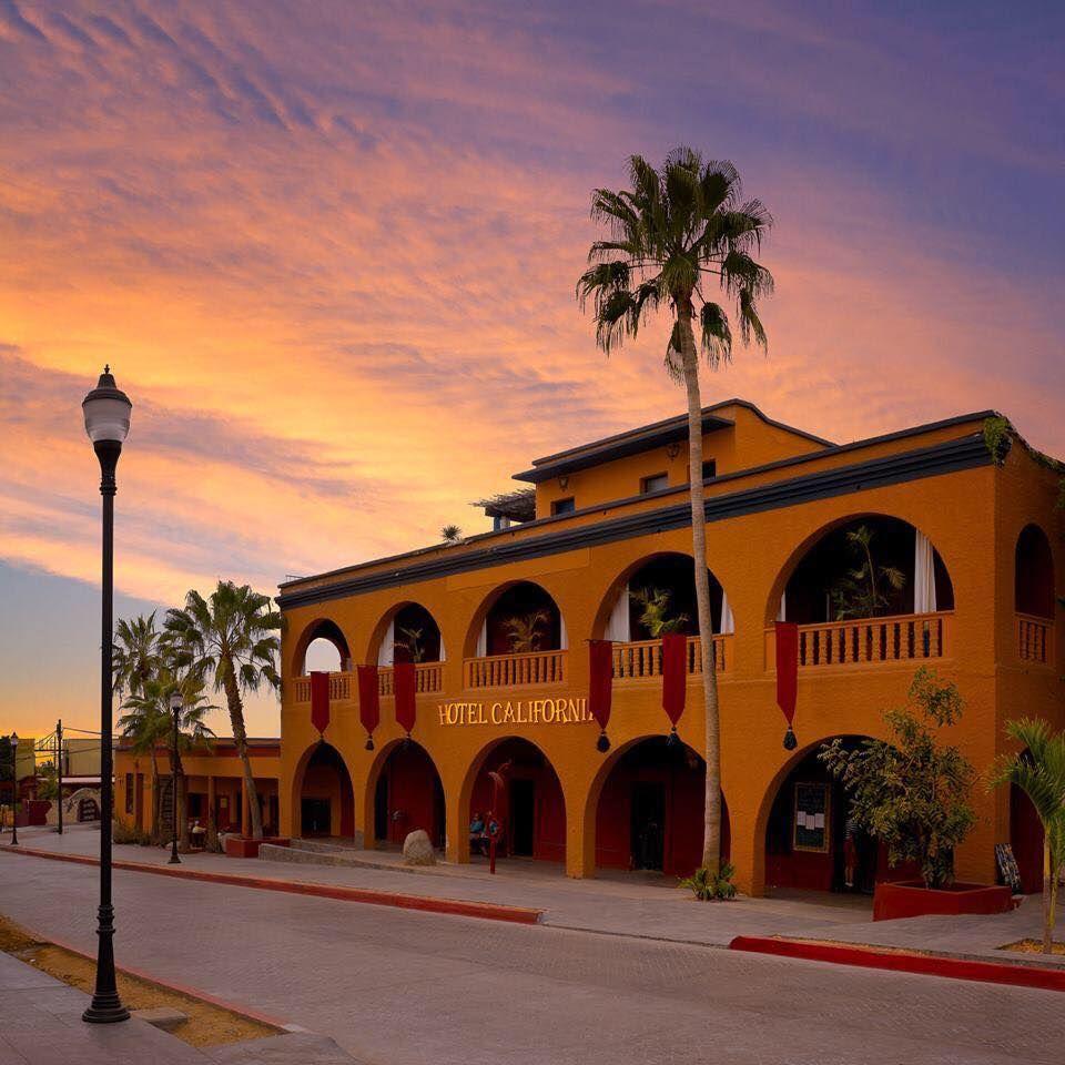 Hotel California en el poblado Todos Santos