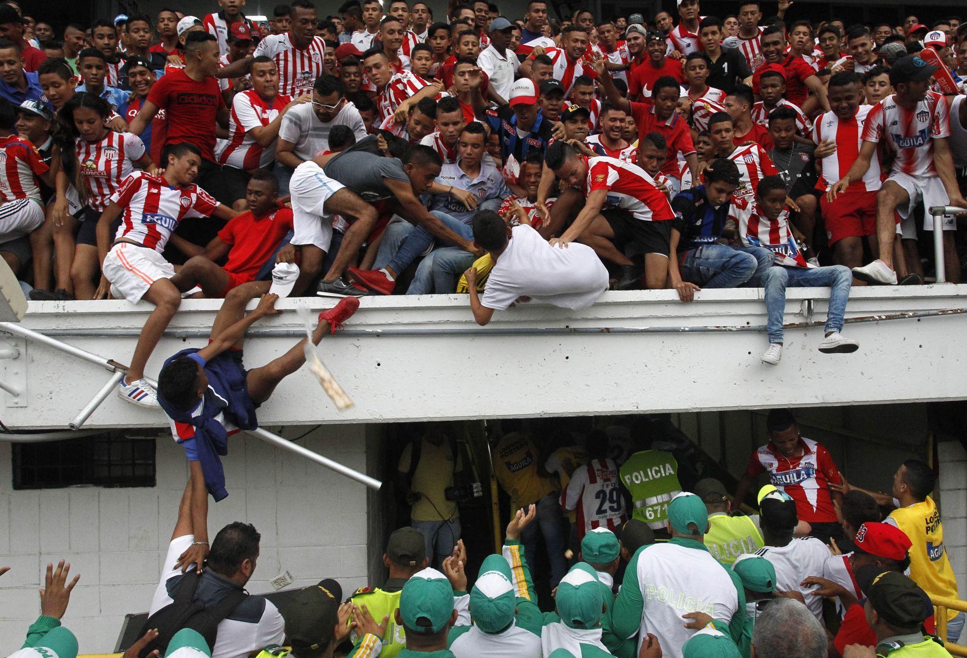 1 La caída de una baranda deja tres heridos en presentación de Teo Gutiérrez