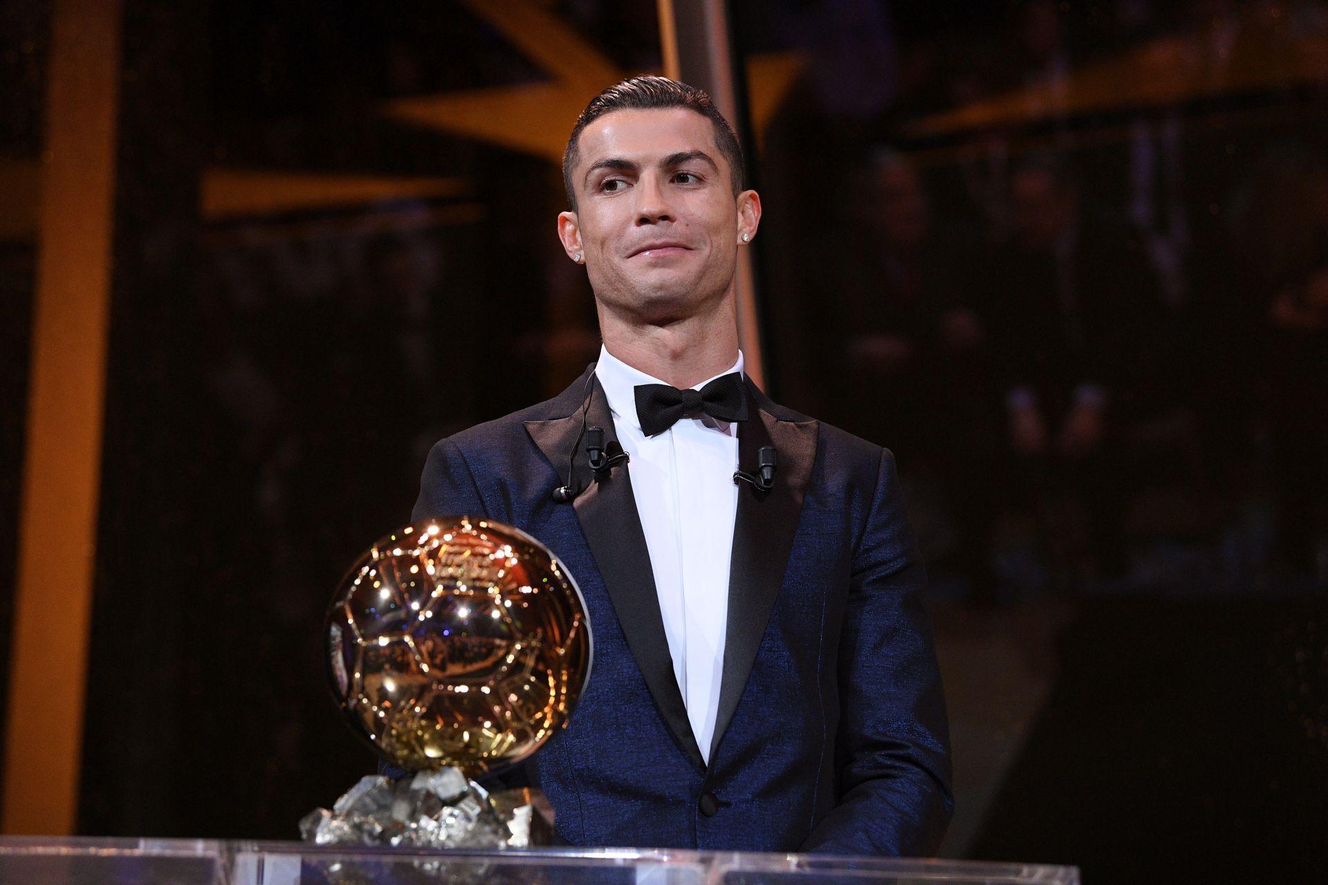 Cristiano Ronaldo recibe su quinto Balón de Oro e iguala a Lionel Messi