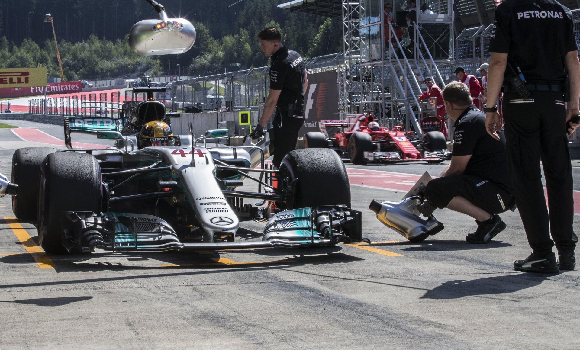 Hamilton perderá puestos en parrilla por sustituir caja de cambios