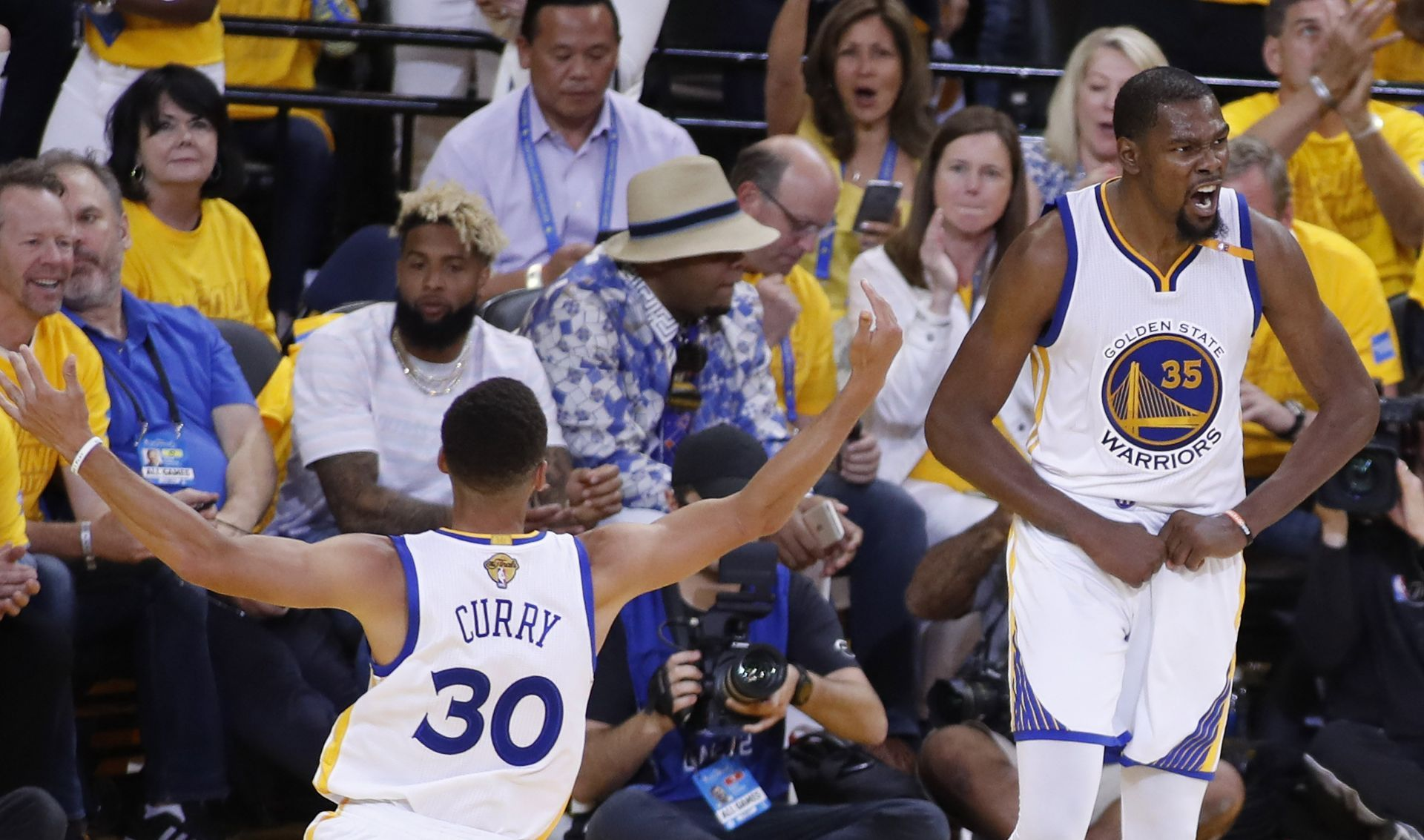 2 Curry y Durant repitieron dominio ante James y Cavaliers para el 2-0