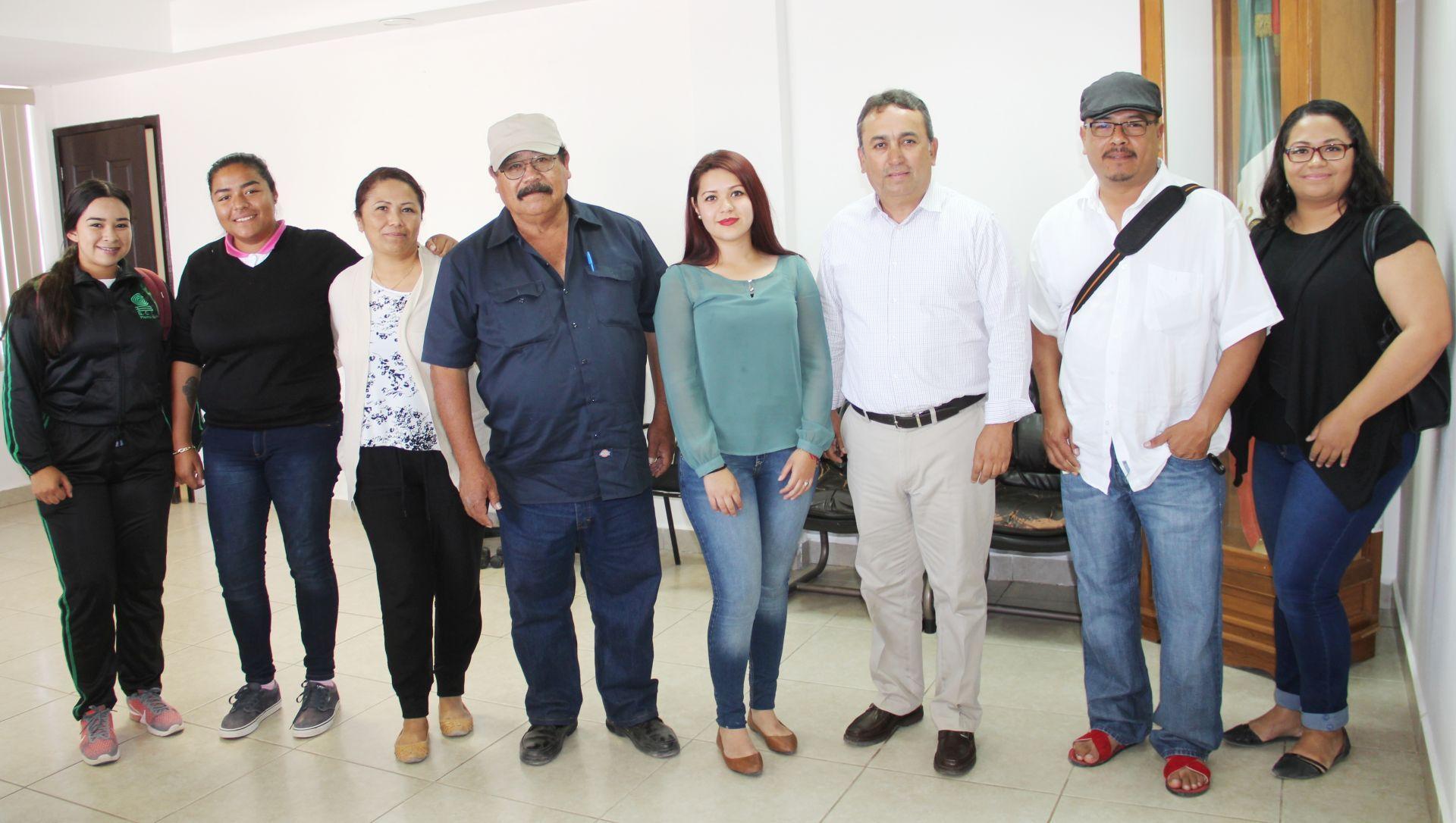 """3 Presidente Francisco Pelayo; Delegado Jesús Martínez Corona;  Director de la Asociación Civil """"Vigilantes de Bahía Magdalena"""" Julio César Solís; coordinadora del Festival Edith Solís"""