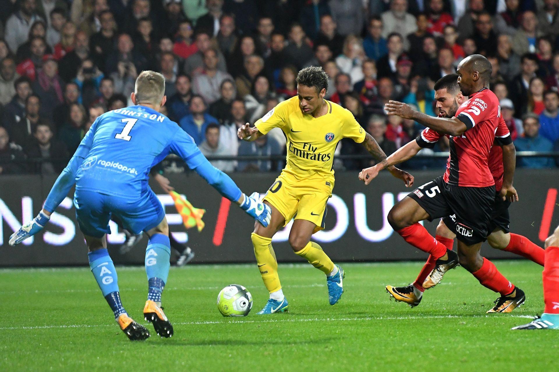 Neymar marca y lidera la victoria en Guingamp del PSG