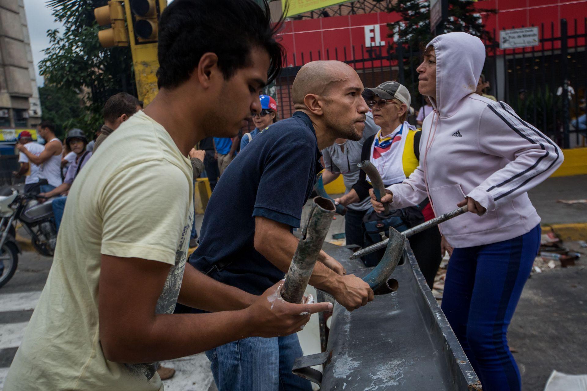 Protestas han dejado 39 policías heridos en estado fronterizo de Venezuela