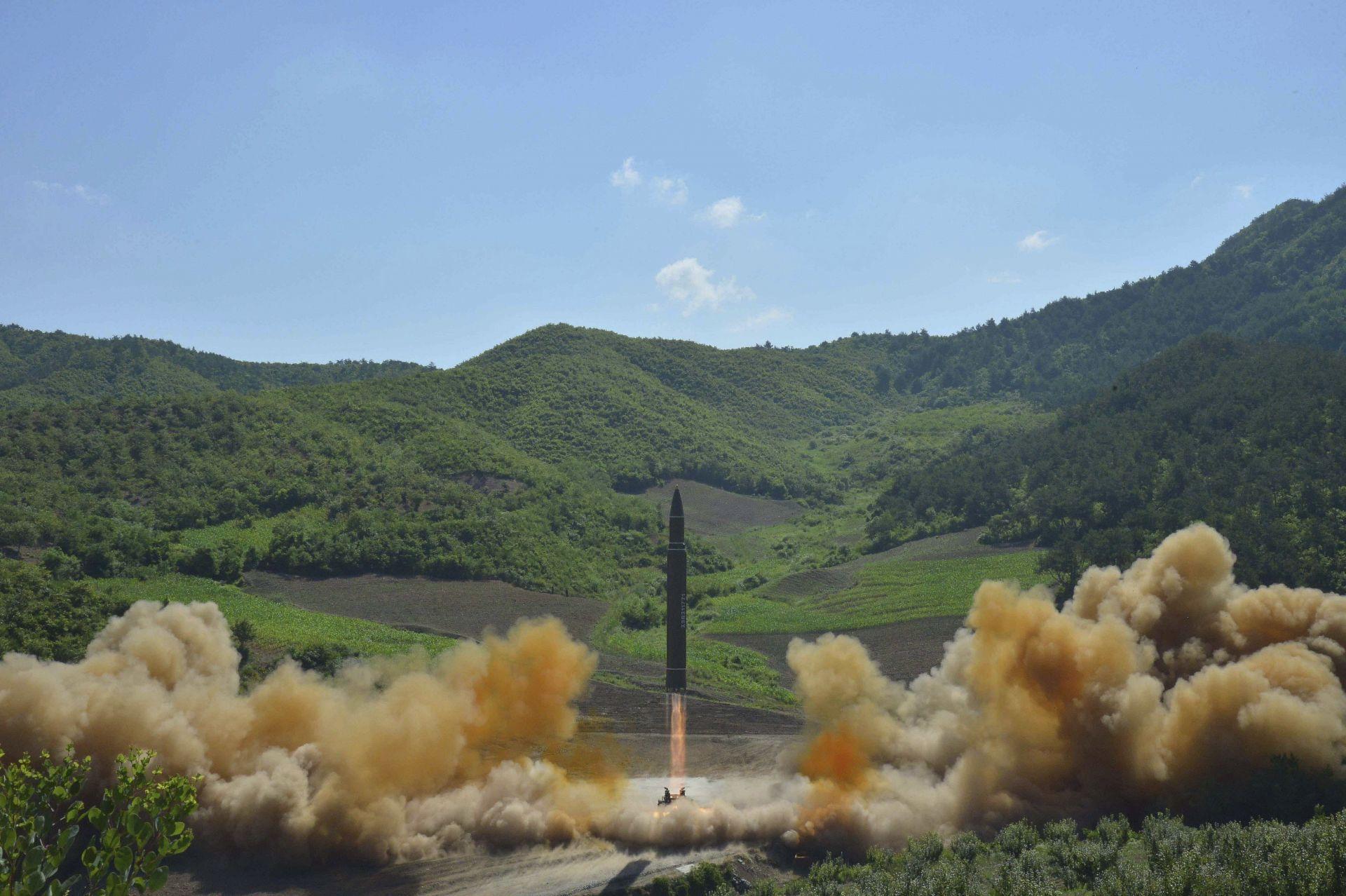Pyongyang asegura haber dado un paso enorme al probar misil intercontinental
