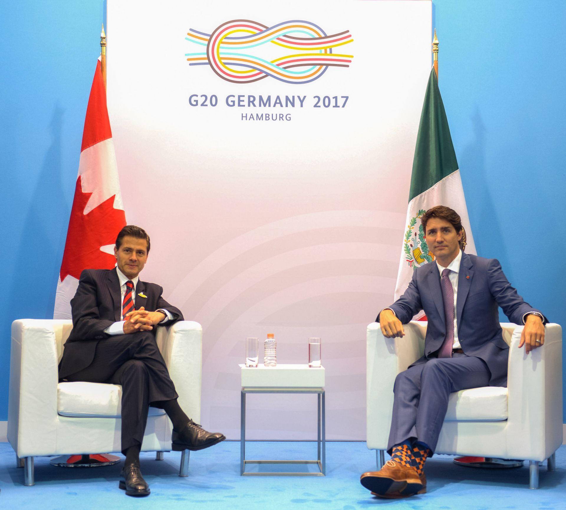 presidente de México Enrique Peña Nieto hablando con el primer ministro de Canadá, Justin Trudeau