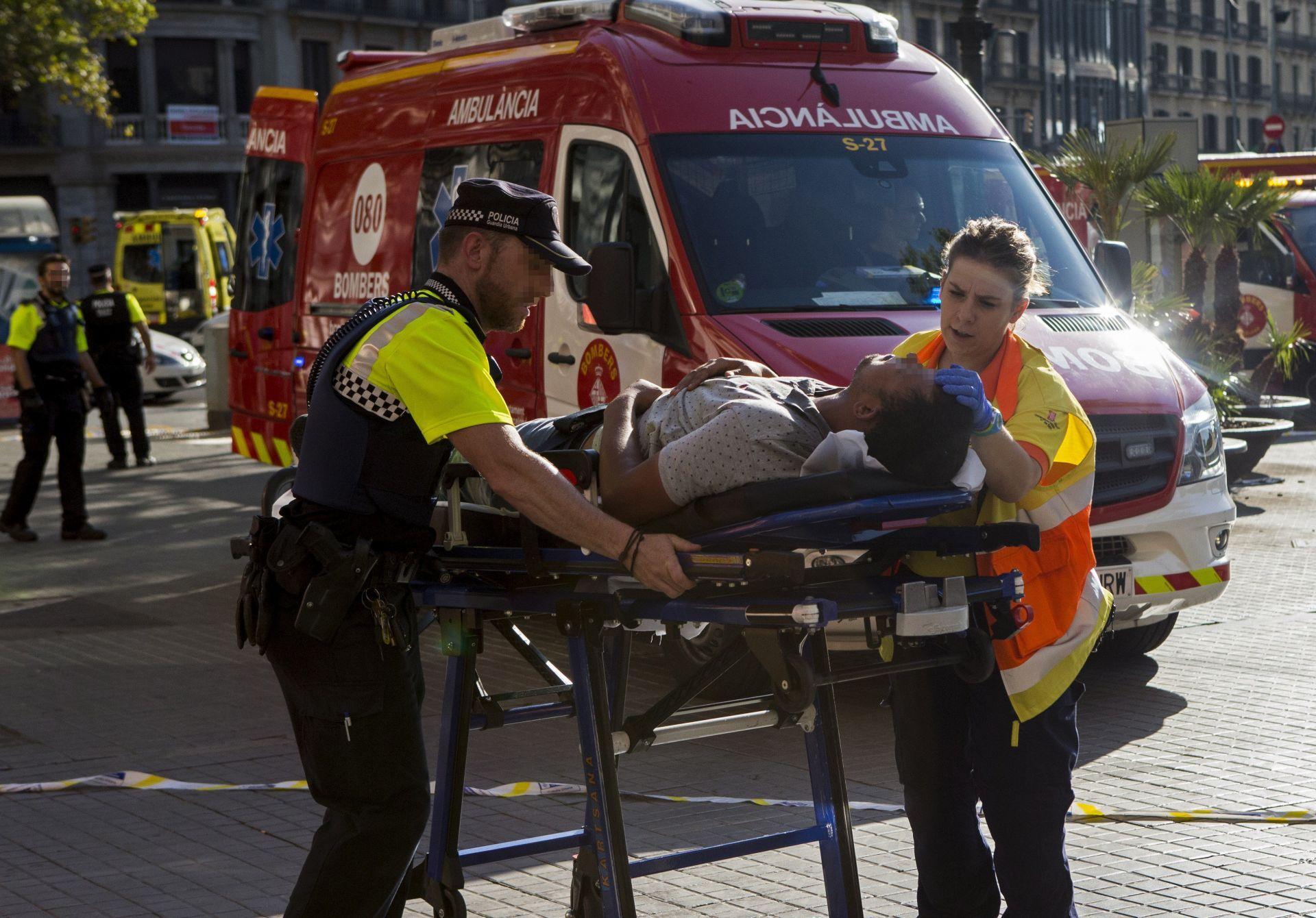 Al menos dos muertos y veinte heridos en el atropello masivo de Barcelona