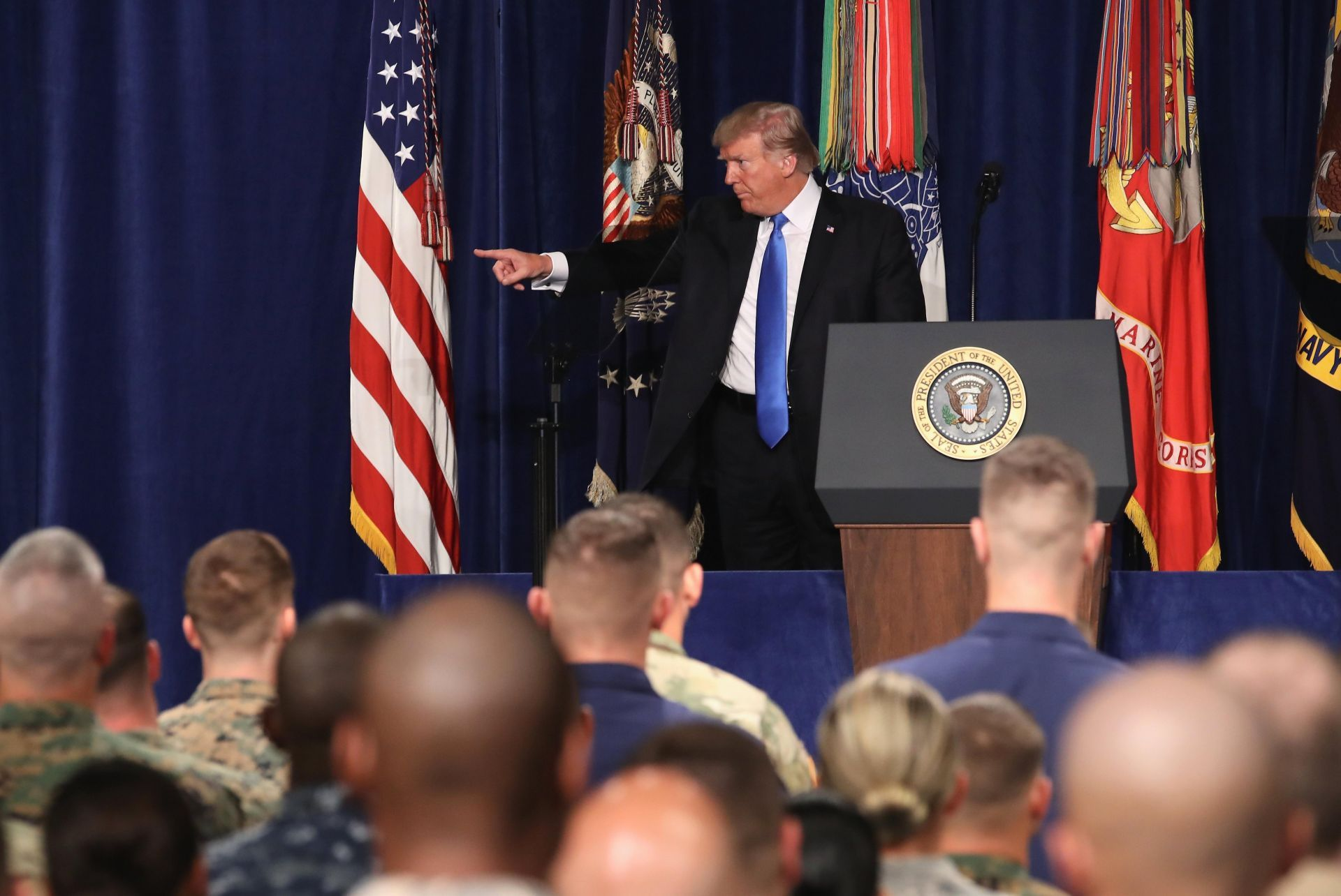 """Trump avisa a Pakistán que tiene """"mucho que perder"""" al ser """"refugio"""" talibán"""