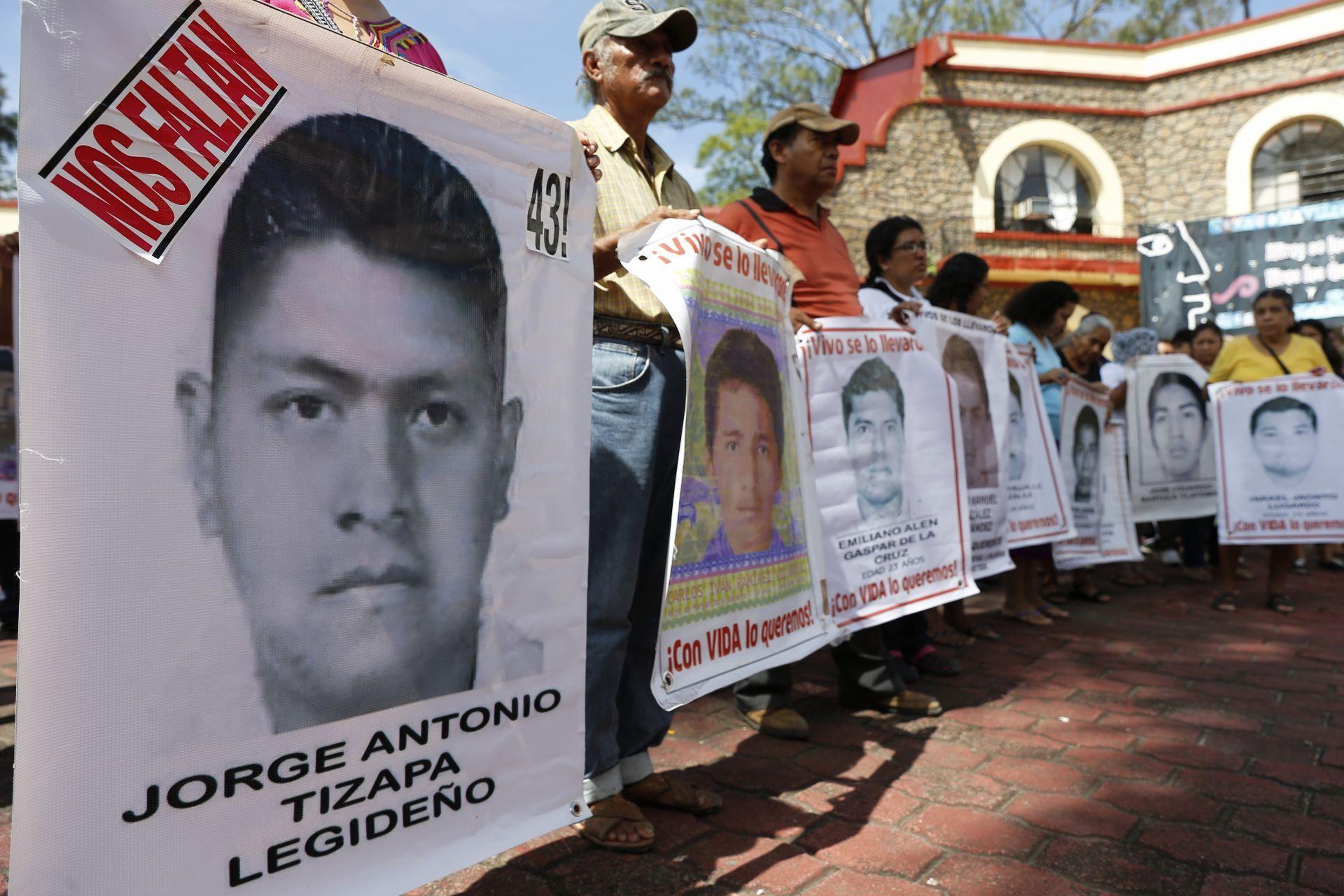 """RELATORA DE LA CIDH PROMETE A LOS PADRES DE LOS 43 """"TODOS LOS ESFUERZOS"""" PARA ALCANZAR LA VERDAD"""