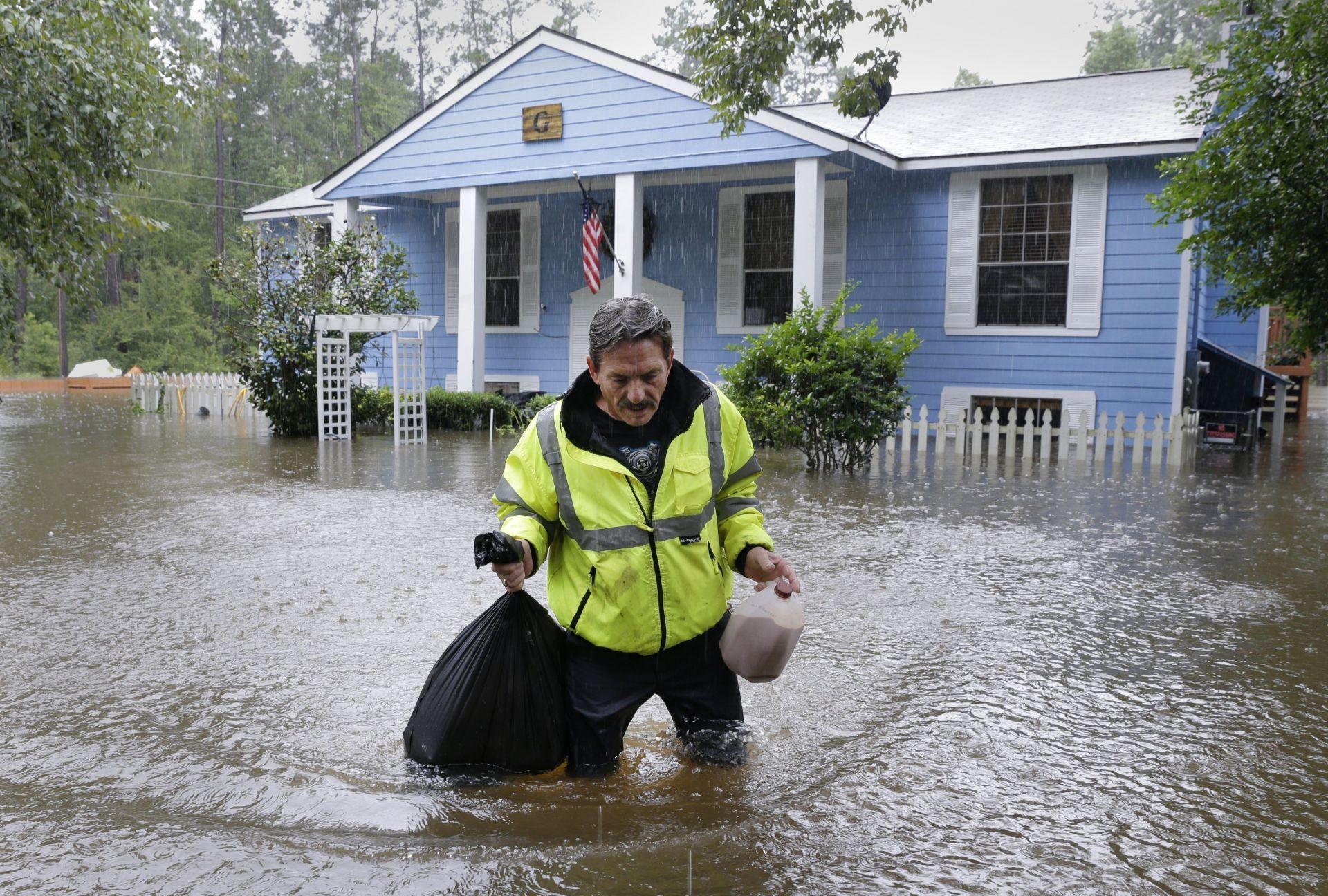 Texas registra acumulación lluvia de hasta 1.25 metros, récord en el estado