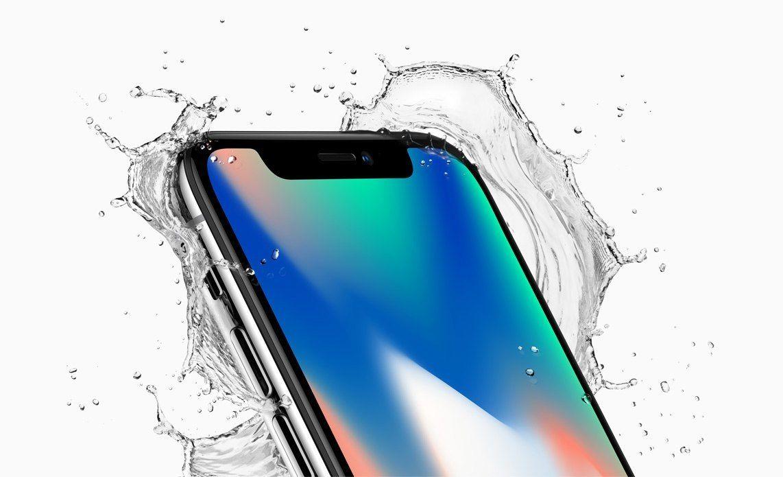 Fotografìa cedida por Apple Inc. que muestra el iPhone X de Apple con water splash, presentado en el nuevo teatro Steve Jobs, durante el evento especial de Apple en la nueva sede de Apple en Cupertino, California, EE.UU., hoy, 12 de septiembre de 2017. Las nuevas características del teléfono incluyen una Super Pantalla Retina de 5,8 pulgadas, una cámara trasera mejorada con doble estabilización de imagen óptica, sistema de cámara TrueDepth, Face ID y un Bionic Chip A11 con motor Neural. Apple dijo que el teléfono usa una nueva autenticación de identificación de rostro, utilizando un sistema de cámara TrueDepth de última generación compuesto por un proyector de punto, cámara de infrarrojos e iluminador flood, y es alimentado por un Bionic A11 para mapear y reconocer con precisión un rostro. El nuevo iPhone X estará disponible el viernes 27 de octubre de 2017 en más de 55 países y territorios, y en tiendas comenzando el viernes, 03 de noviembre de 2017.