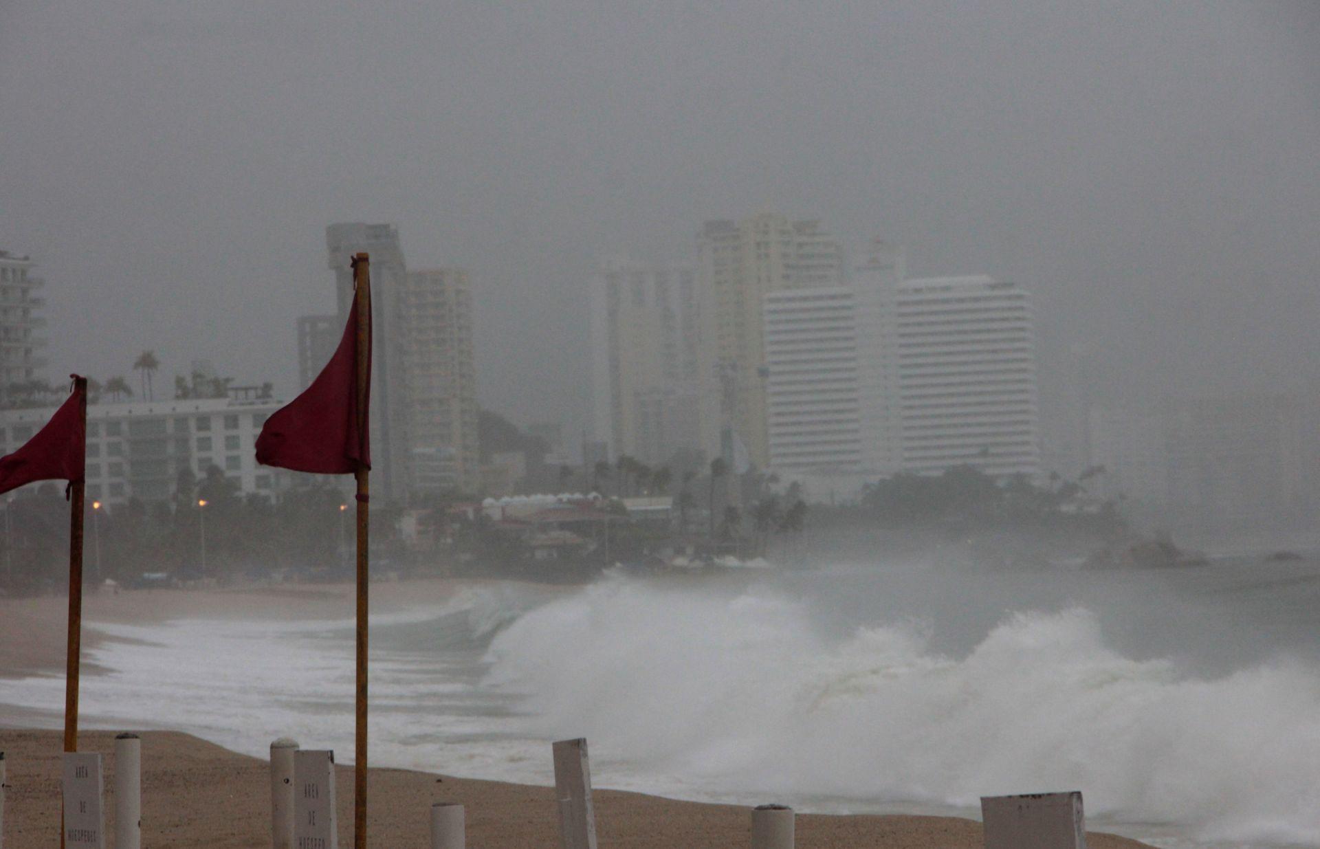 Max se convierte en huracán categoría 1