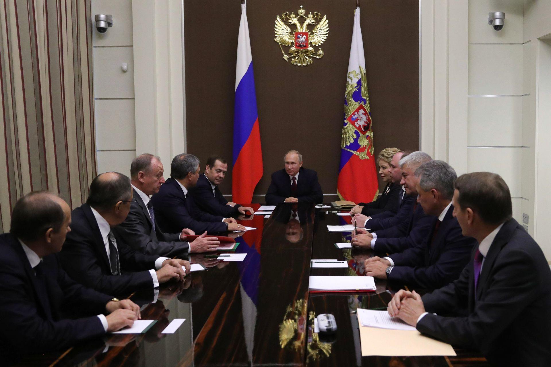 Putin cumple 65 años trabajando en el Kremlin