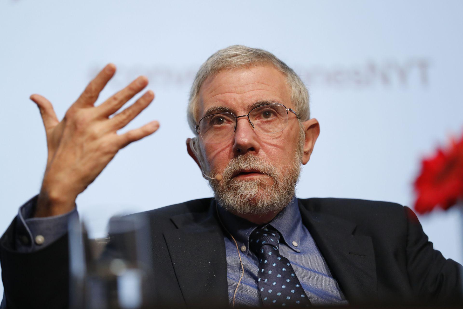 """El premio nobel de economía en 2008 Paul Krugman habla durante un conversatorio hoy, miércoles 18 de octubre de 2017, en Ciudad de México (México). Krugman estimó hoy en un 25 % las posibilidades de que se cancele el Tratado de Libre Comercio de América del Norte (TLCAN) por las presiones de EE.UU., cuyas demandas calificó de """"píldoras venenosas""""."""