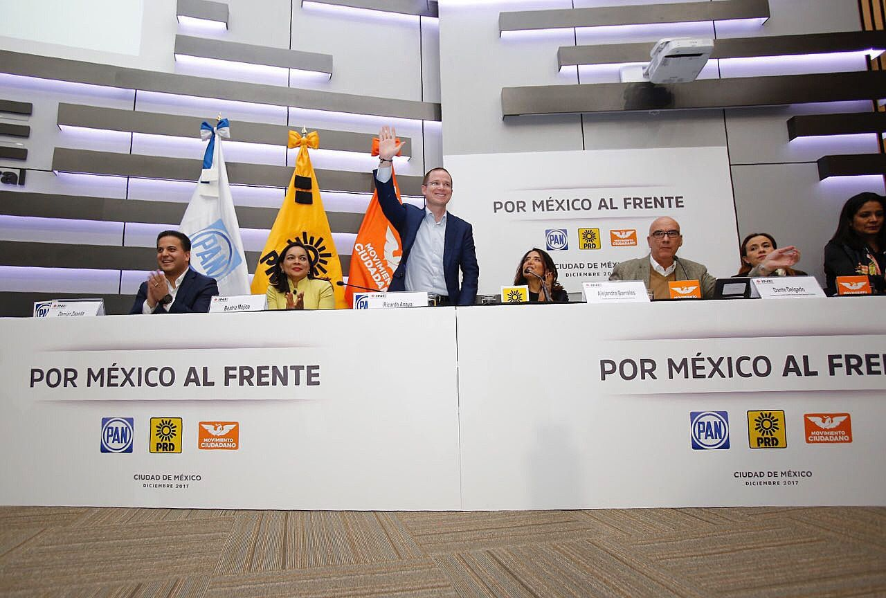 Fotografía cedida por el Partido Acción Nacional (PAN), que muestra a los miembros de la coalición Por México al Frente, (i-d) Damián Zepeda, Beatriz Mojica, Ricardo Anaya, Alejandra Barrales y Dante Delgado.