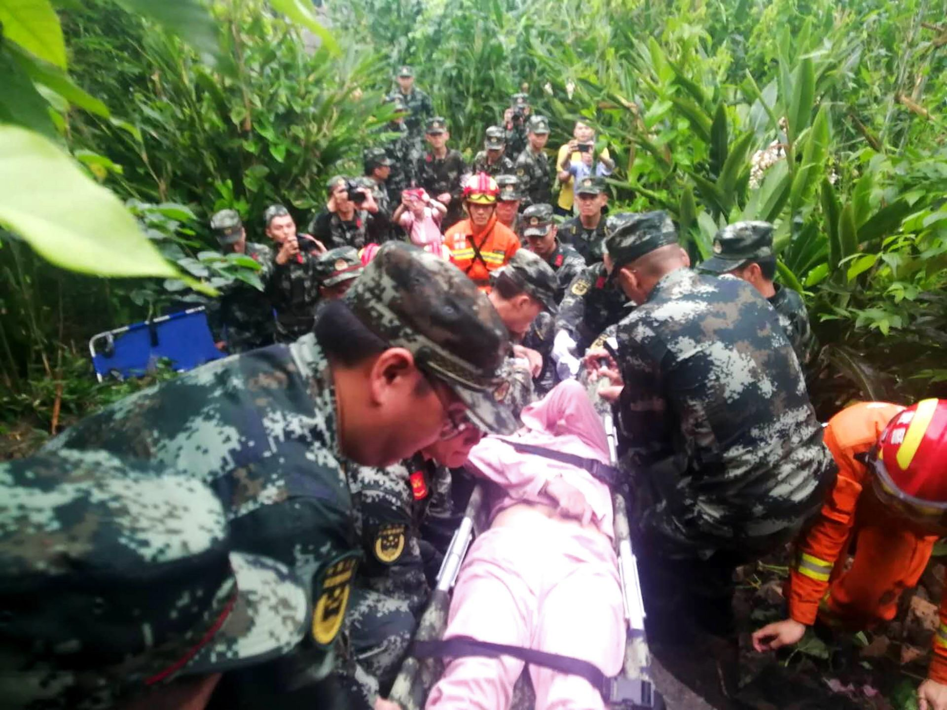al-menos-11-muertos-y-mas-de-120-heridos-tras-terremoto-en-china