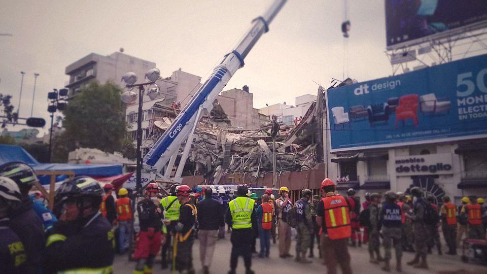 Edificio con cuarenta desaparecidos se convierte en zona cero de rescates