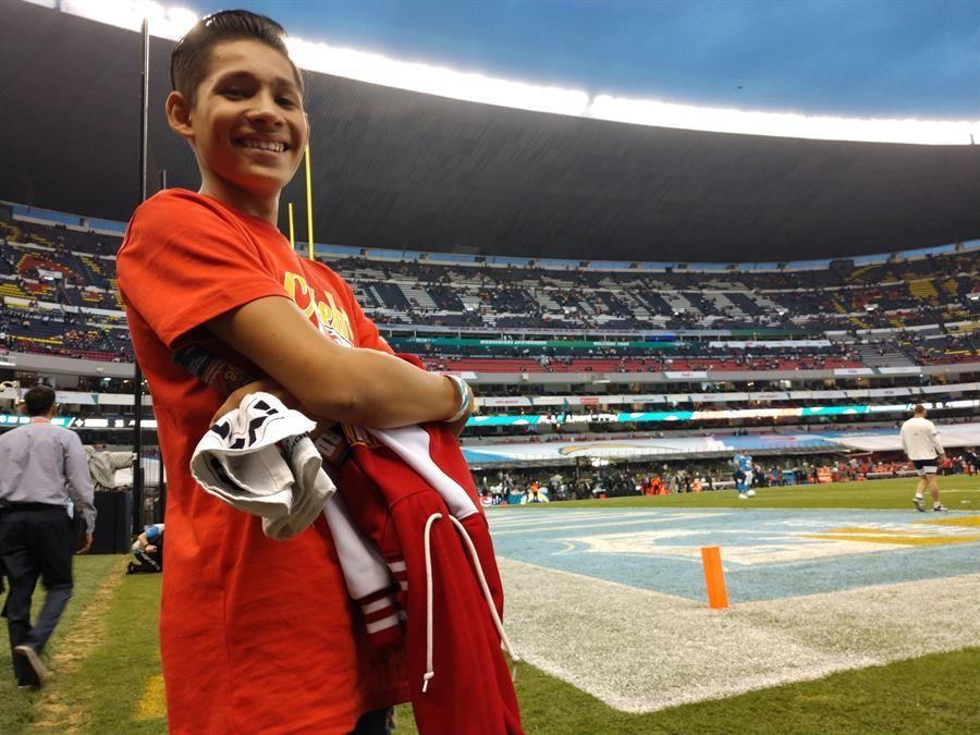 axl-un-nino-mexicano-salvado-por-el-futbol-americano