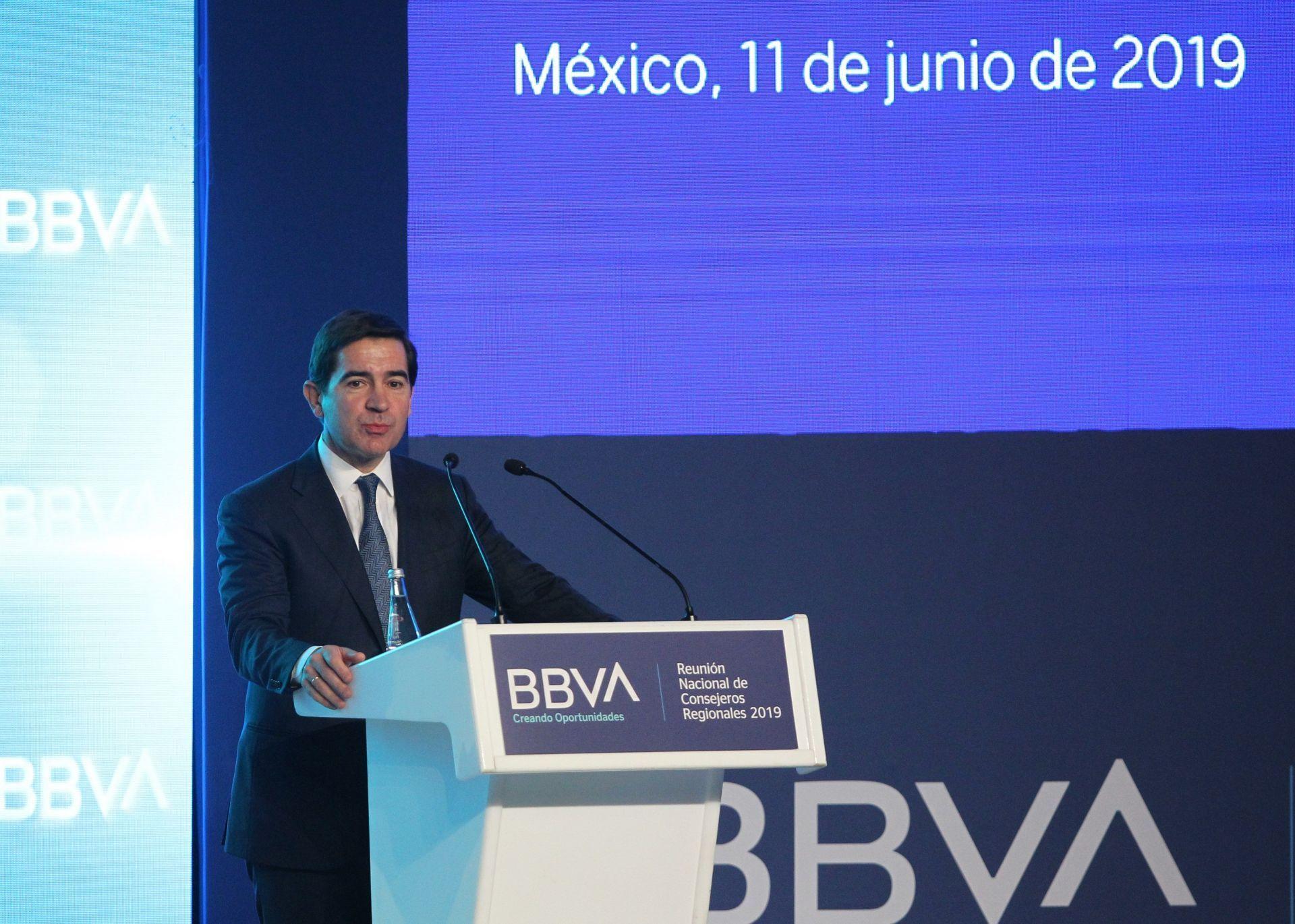 bbva-se-compromete-con-el-desarrollo-de-mexico-pero-alerta-de-riesgos