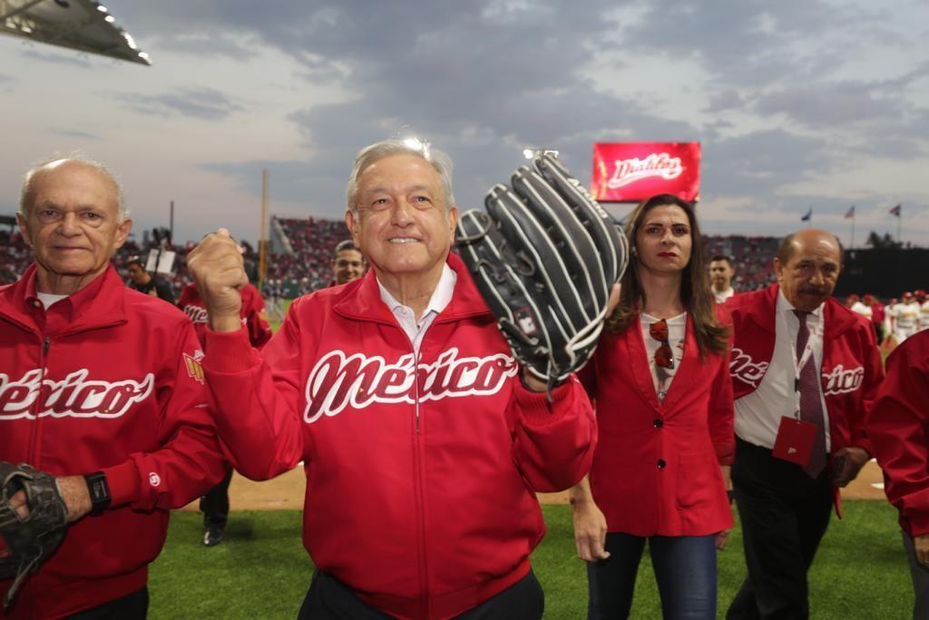 AMLO es abucheado por la 'porra fifí' en inauguración de estadio de los Diablos Rojos