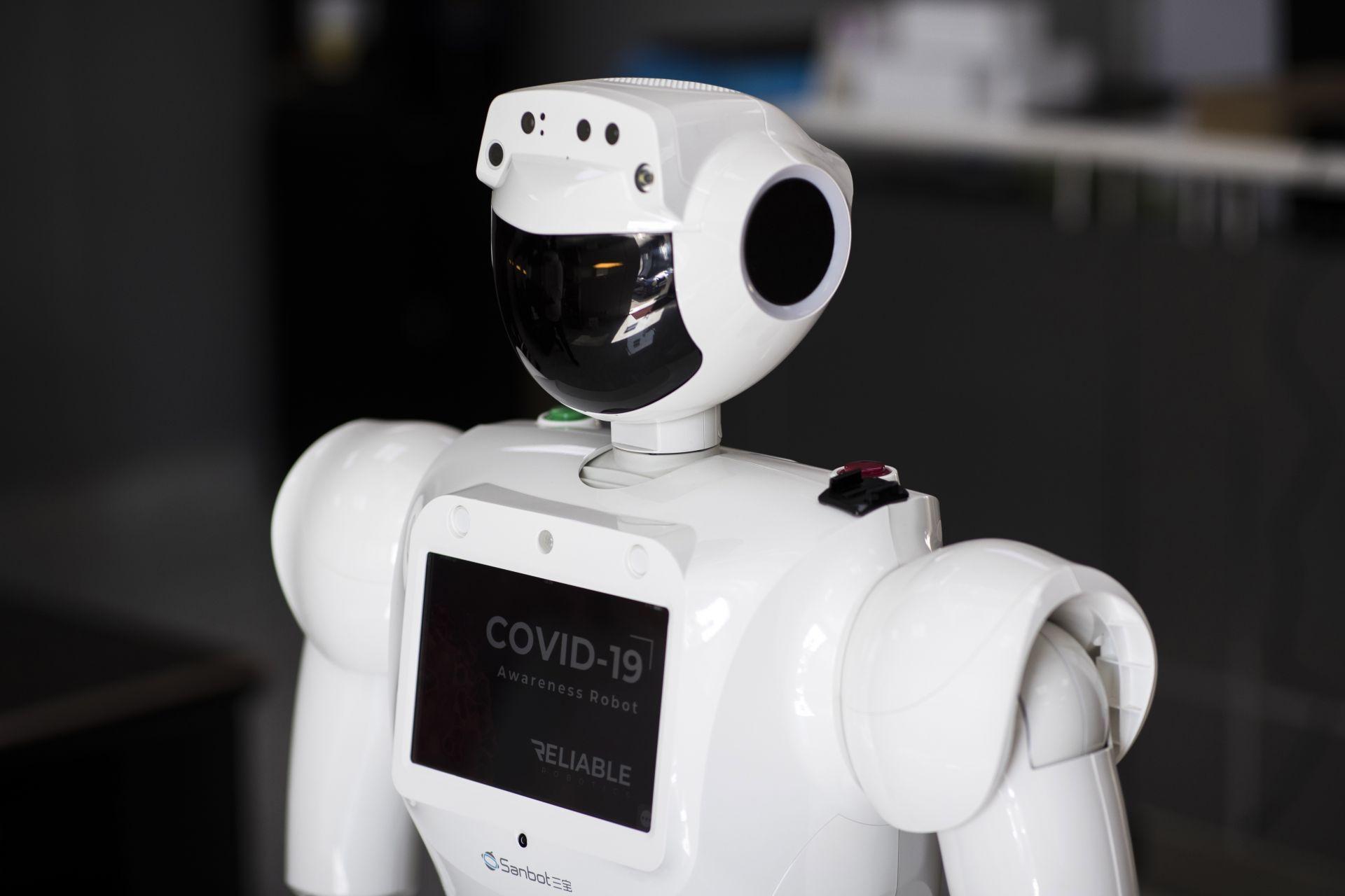 Coronavirus1104_Robot