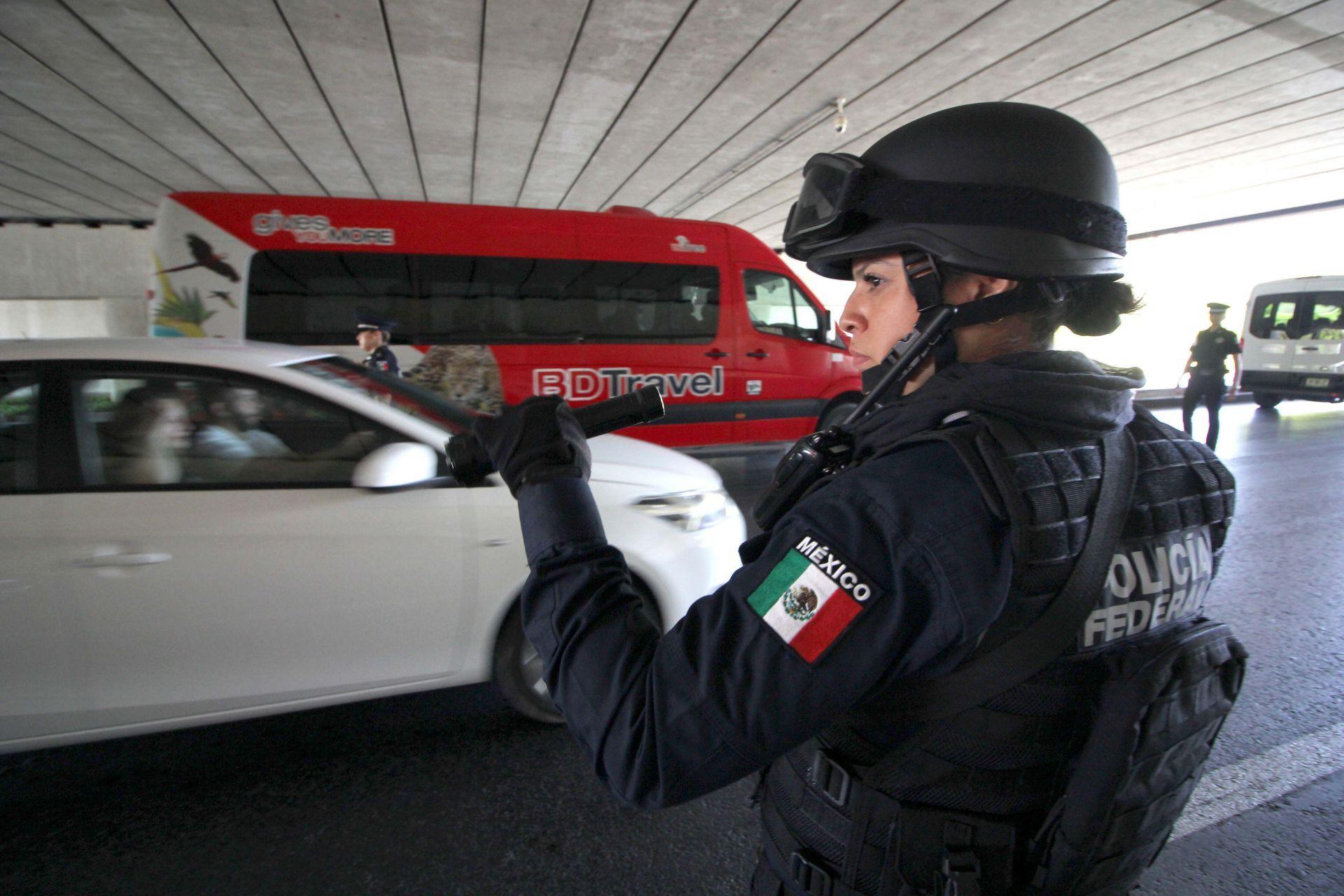 dia-de-la-mujer-cancun-mexico-policia