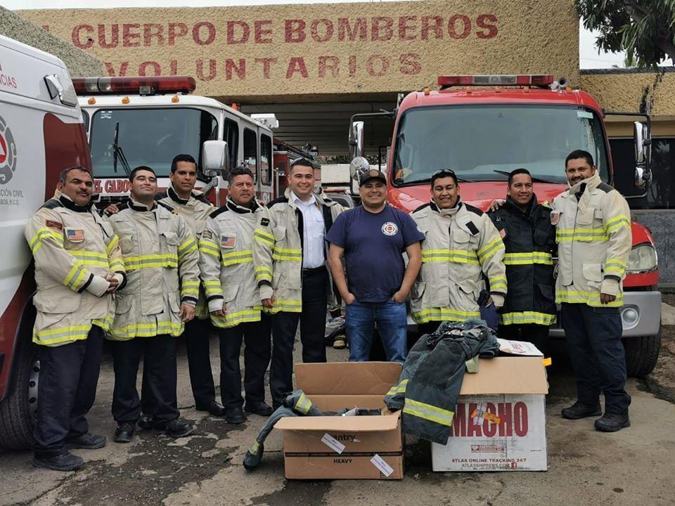 donan-equipos-de-proteccion-a-bomberos-de-sjc