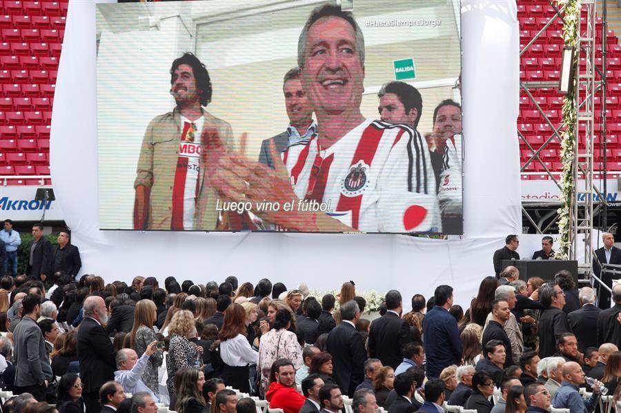 empresarios-y-futbolistas-dan-el-ultimo-adios-a-jorge-vergara