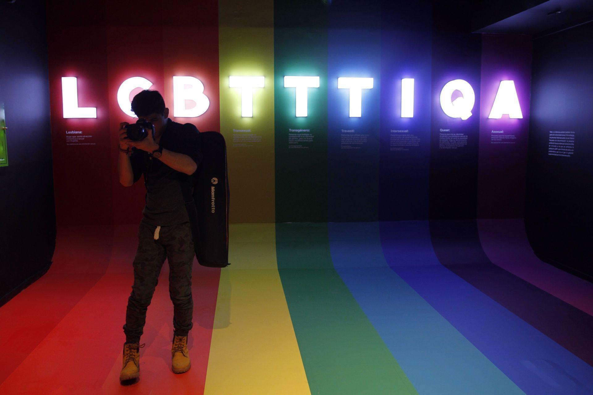 Exposición%22LGBTTTIQAIdentidad,amorysexualidad%22enMéxico