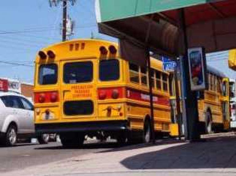 Paro de transportistas exigen al gobierno aumento de tarifas