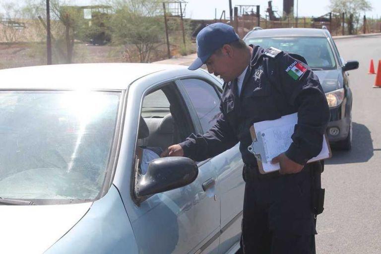 Se aplicarán multas por circular sin placas y licencia vencida