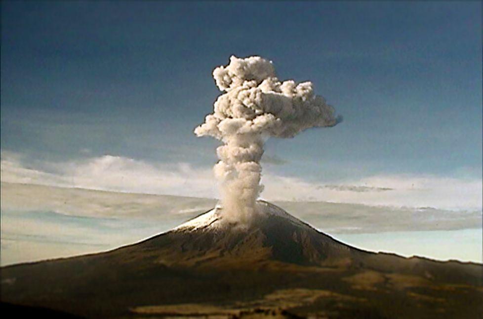 Volcán Popocatépetl genera 136 exhalaciones y tres explosiones