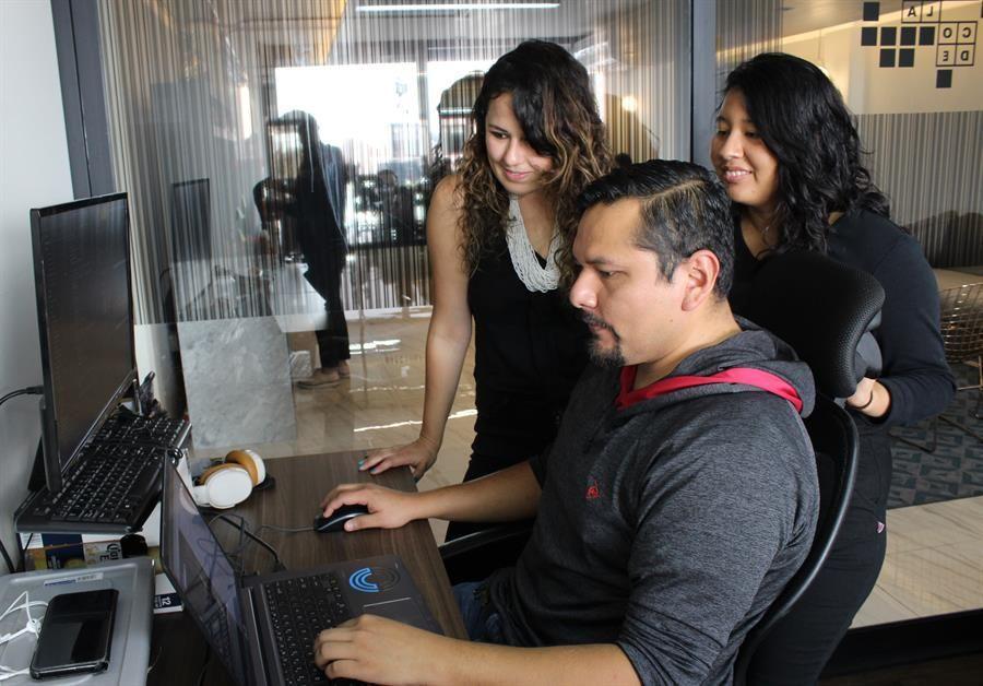 una-escuela-de-programacion-da-nueva-vida-a-migrantes-que-retornan-a-mexico