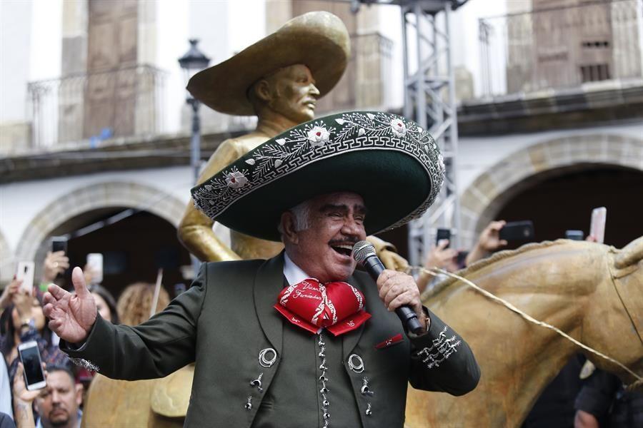 vicente-fernandez-vuelve-a-los-escenarios-durante-un-homenaje-en-mexico