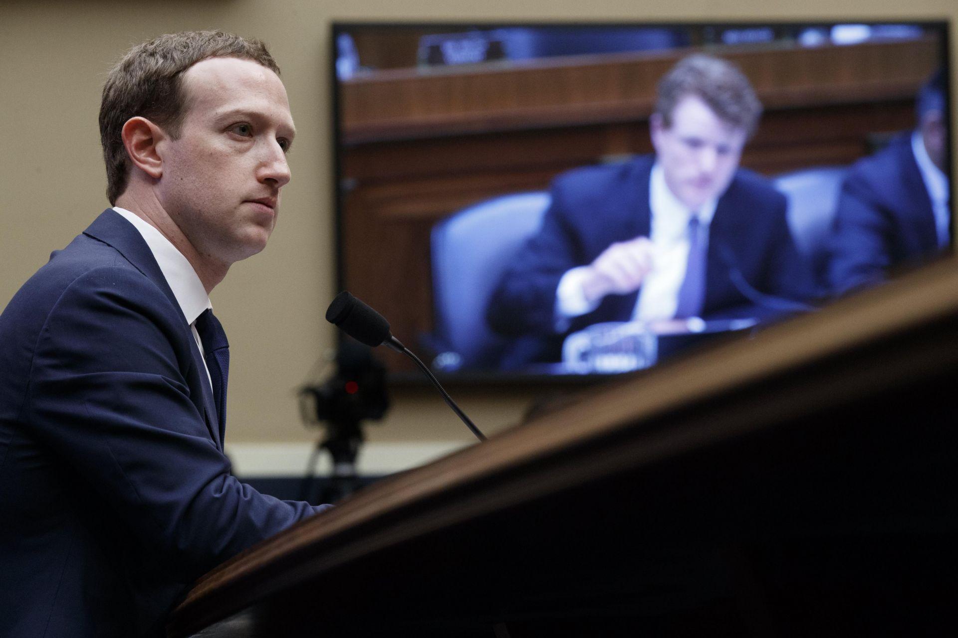 ZuckerbergreconocequeCambridgeAnalyticaaccedióasusdatosenFacebook