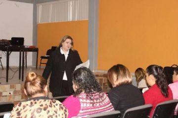 Alcaldesa de Loreto capacita a servidores públicos para dar una mejor