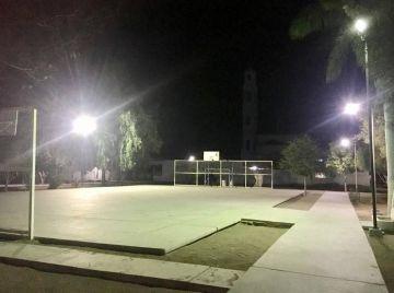 Rehabilitan Alumbrado Público de Parque de la Colonia Centro de Comondú