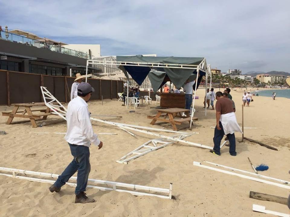 restaurante de playa medano clausurado
