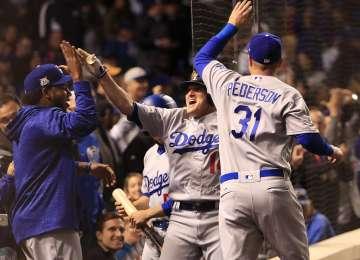 Hernández pegó tres jonrones y Dodgers llegan a Serie Mundial