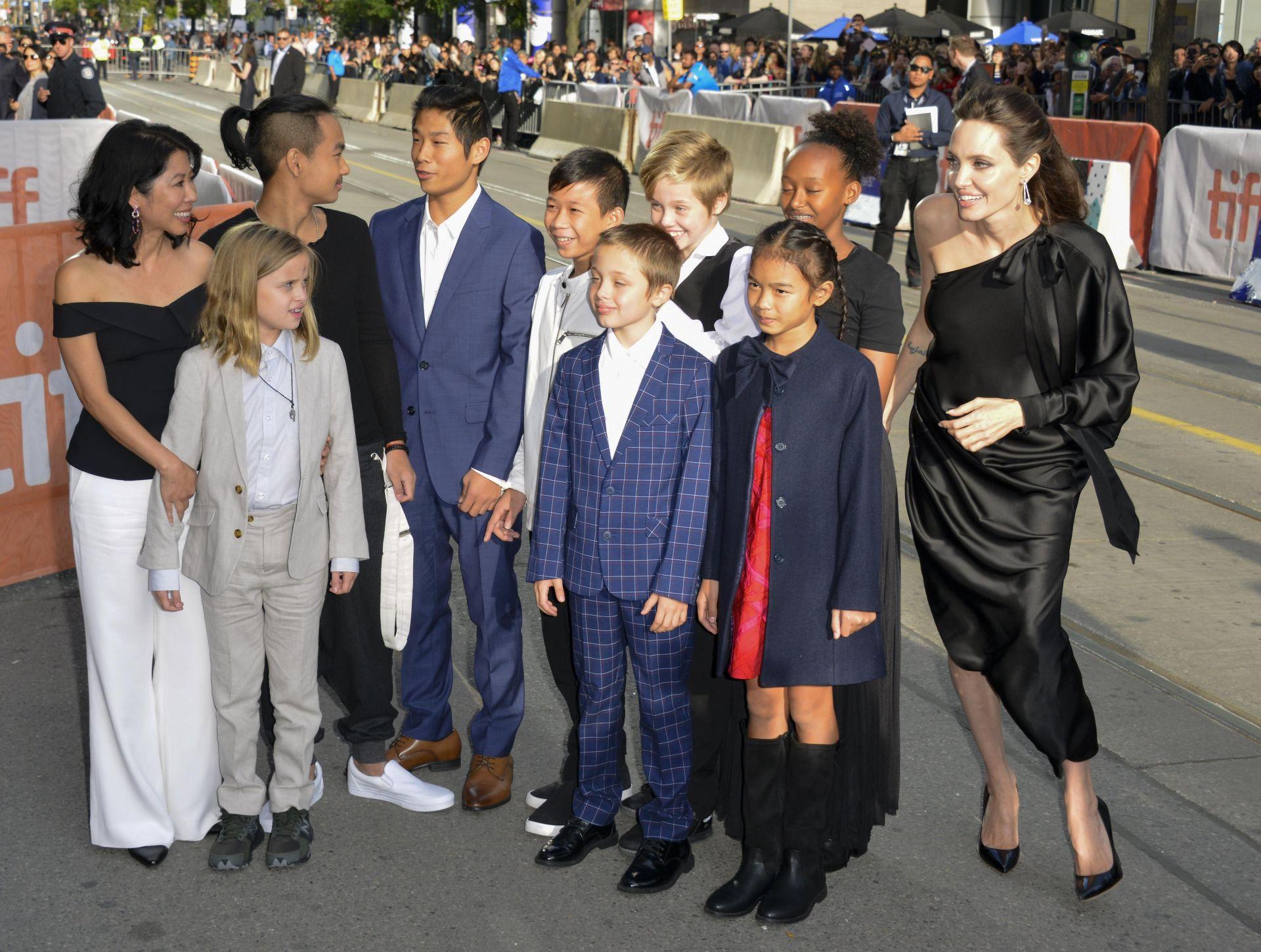 Angelina Jolie y sus 6 hijos