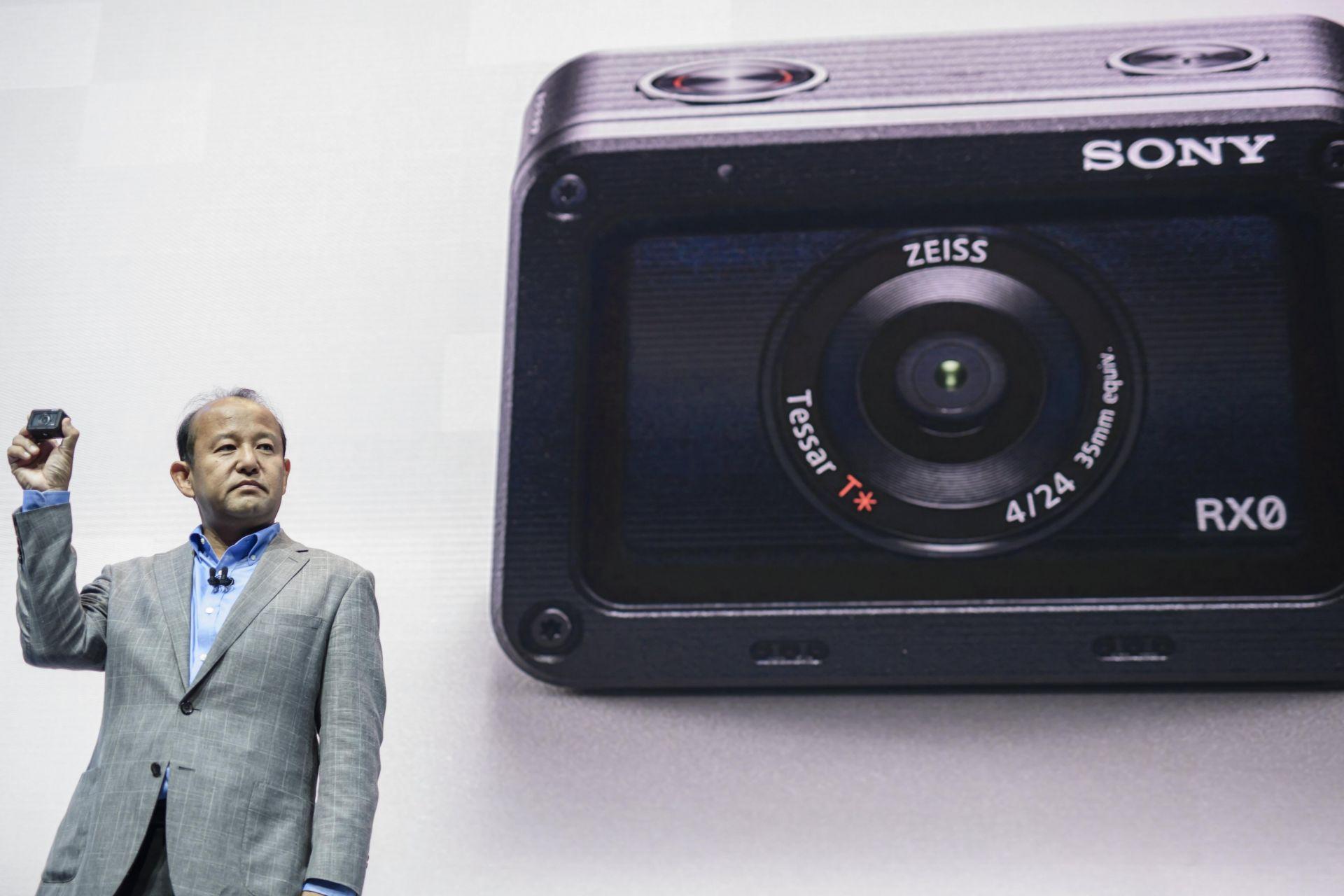 Presidente de Sony presenta la nueva cámara Sony RX0