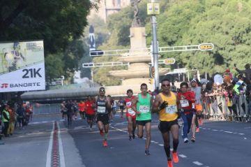 Fallecen dos corredores en el Medio Maratón de la Ciudad de México