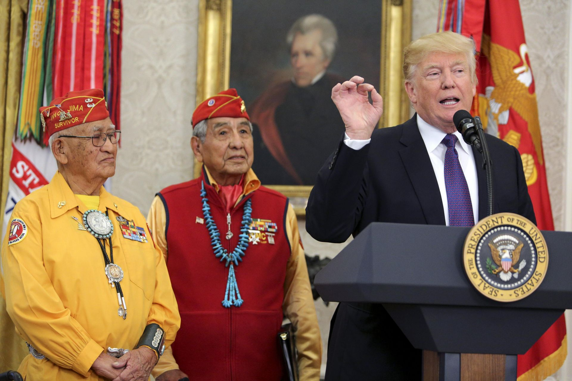 Trump crea polémica por llamar Pocahontas a senadora en reunión con indígenas